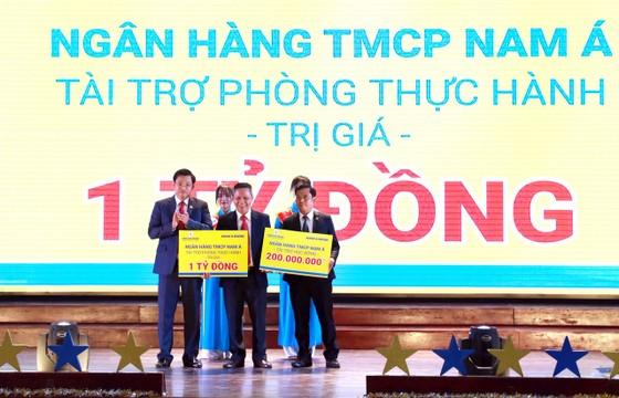 Nam A Bank đưa công nghệ ngân hàng hiện đại 4.0 đến sinh viên TPHCM ảnh 1