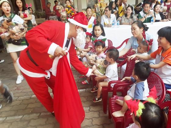 Đón Giáng sinh cùng cháu mồ côi, tàn tật ảnh 1