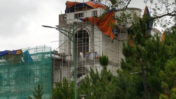 Phạt 40 triệu đồng, đình chỉ xây dựng công trình trong khách sạn Dalat Palace ảnh 1
