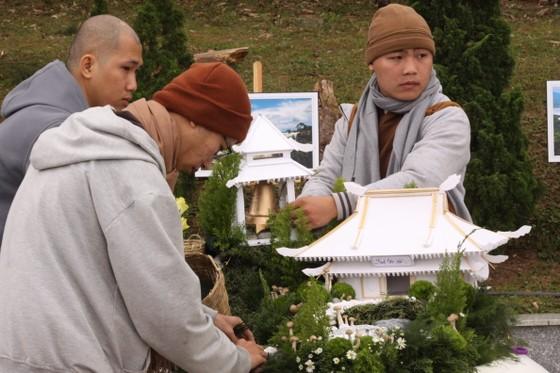 Xem người dân Đà Lạt và du khách trổ tài cắm hoa ảnh 2