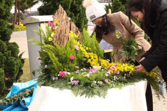 Xem người dân Đà Lạt và du khách trổ tài cắm hoa ảnh 6