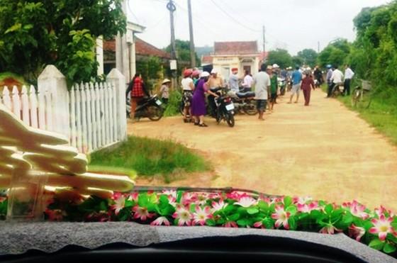 Đề nghị kiểm điểm cán bộ thôn chặn xe rước dâu để đòi tiền làm đường  ảnh 1