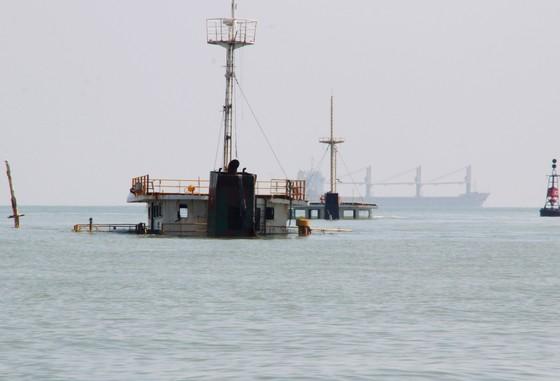 """10.000 lít dầu trên tàu chìm ở vịnh Quy Nhơn biến mất kỳ lạ, nghi có """"dầu tặc"""" ảnh 3"""