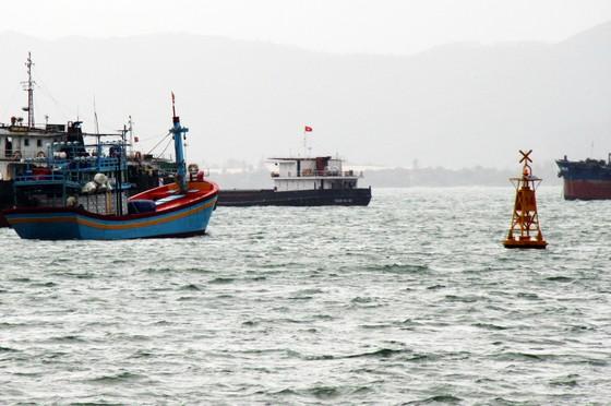 """Vật thể """"lạ"""" chìm ở luồng vào cảng Quy Nhơn có thể là xà lan ảnh 2"""