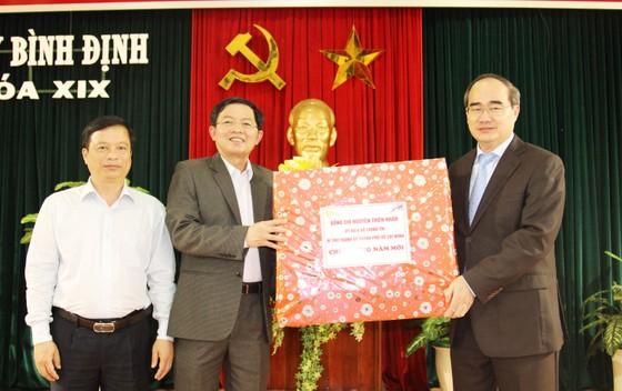 Đồng chí Nguyễn Thiện Nhân thăm, chúc Tết tỉnh Bình Định ảnh 7