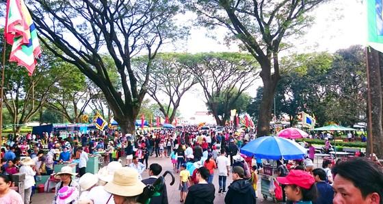 Hàng ngàn người dân nô nức trẩy hội Đống Đa tại Bình Định ảnh 3