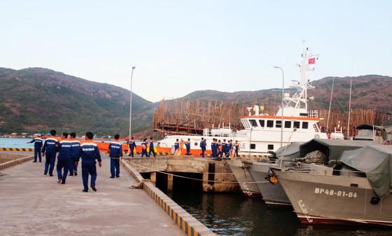Cận cảnh tàu SAR vượt biển cứu 49 ngư dân bị ngộ độc nguy cấp trên biển ảnh 5
