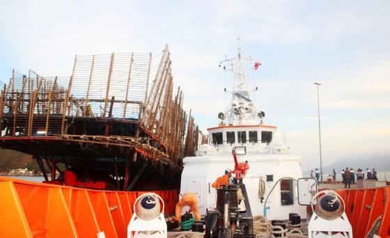 Cận cảnh tàu SAR vượt biển cứu 49 ngư dân bị ngộ độc nguy cấp trên biển ảnh 4