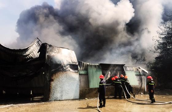 Cận cảnh hiện trường vụ cháy kinh hoàng tại Bình Định ảnh 9