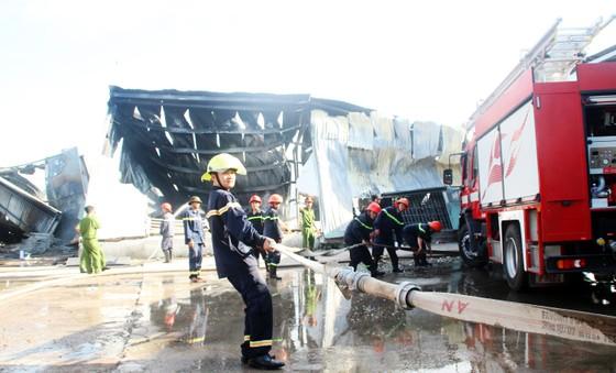 Cận cảnh hiện trường vụ cháy kinh hoàng tại Bình Định ảnh 11