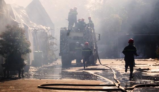 Cận cảnh hiện trường vụ cháy kinh hoàng tại Bình Định ảnh 2
