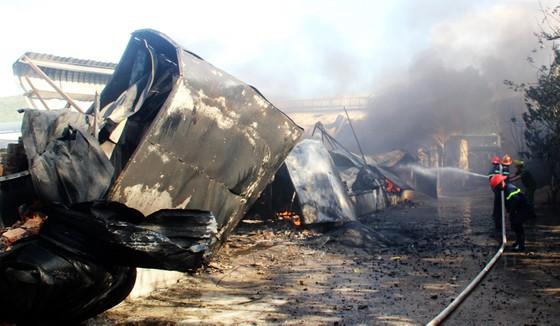 Cận cảnh hiện trường vụ cháy kinh hoàng tại Bình Định ảnh 5