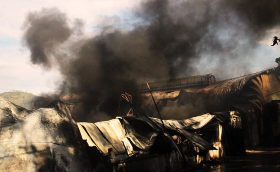 Cận cảnh hiện trường vụ cháy kinh hoàng tại Bình Định ảnh 4