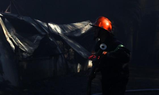 Cận cảnh hiện trường vụ cháy kinh hoàng tại Bình Định ảnh 12