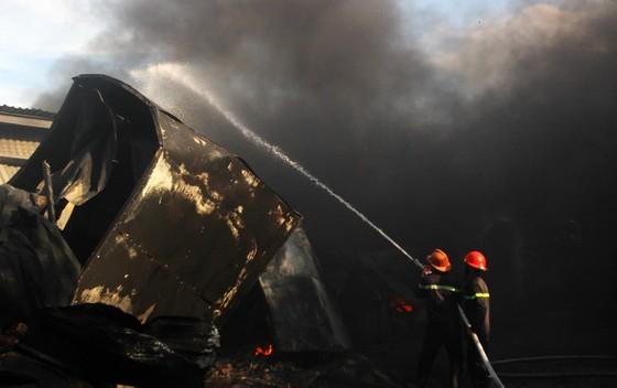 Cận cảnh hiện trường vụ cháy kinh hoàng tại Bình Định ảnh 6