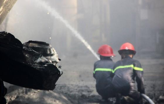 Cận cảnh hiện trường vụ cháy kinh hoàng tại Bình Định ảnh 8
