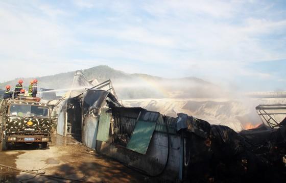 Cận cảnh hiện trường vụ cháy kinh hoàng tại Bình Định ảnh 7