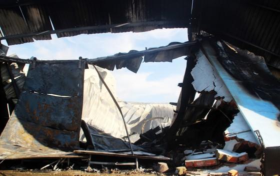 Cận cảnh hiện trường vụ cháy kinh hoàng tại Bình Định ảnh 17