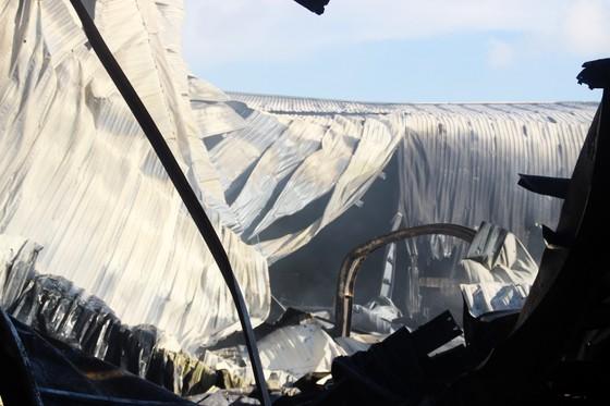 Cận cảnh hiện trường vụ cháy kinh hoàng tại Bình Định ảnh 16