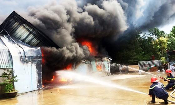 Cận cảnh hiện trường vụ cháy kinh hoàng tại Bình Định ảnh 1