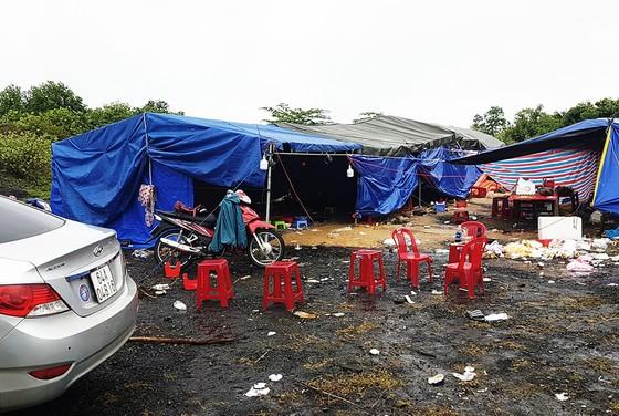 """Phú Yên: Phát hiện vụ đánh bạc cực lớn, bắt 95 """"con bạc"""", tạm giữ 30 ô tô ảnh 2"""