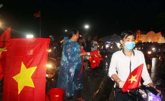 Nức lòng khi Việt Nam vào Chung kết AFF Cup ảnh 4