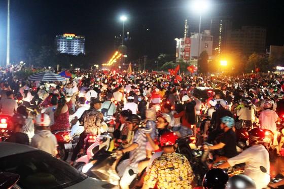 Nức lòng khi Việt Nam vào Chung kết AFF Cup ảnh 6