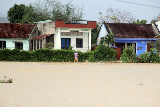 """Cuối năm lũ vẫn đang """"vây ráp"""" Phú Yên và Bình Định, 1 người chết vì lũ cuốn  ảnh 3"""