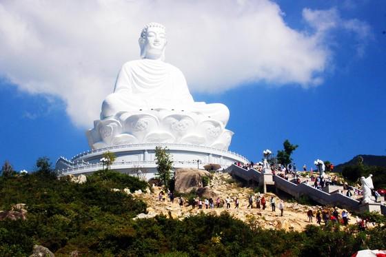 Dòng người đổ về chiêm ngưỡng tượng Phật ngồi cao nhất Đông Nam Á ảnh 5