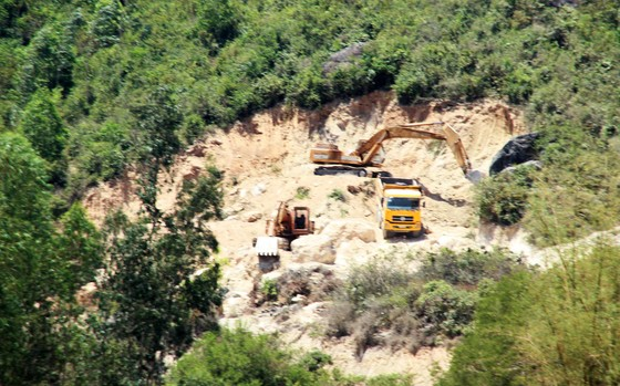 """Vụ """"đất tặc"""" lộng hành đào phá núi Mò O: Khẩn trương xử lý nghiêm, tránh xảy ra điểm 'nóng' ảnh 5"""