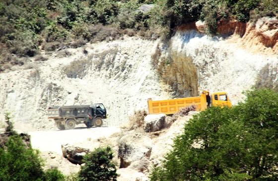 Vụ 'đất tặc' lộng hành đào phá núi Mò O: Chính quyền có 'giơ cao đánh khẽ'? ảnh 2