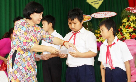 2,3 tỷ đồng ủng hộ Trung tâm Nuôi dạy trẻ khuyết tật Võ Hồng Sơn ảnh 3