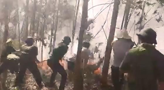 5 giờ đồng hồ, lửa lớn thiêu cháy gần 20ha rừng trồng ảnh 2