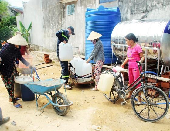 Cảnh sát chữa cháy tham gia cứu hạn cho hàng ngàn hộ dân ảnh 7
