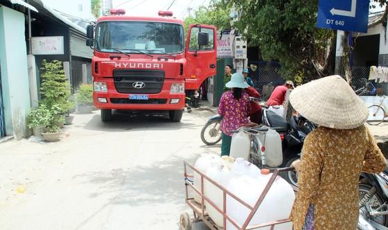 Cảnh sát chữa cháy tham gia cứu hạn cho hàng ngàn hộ dân ảnh 1