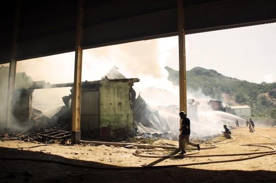 """Cận cảnh """"cuộc chiến"""" 5 giờ với lửa lớn ở KCN Phú Tài ảnh 10"""