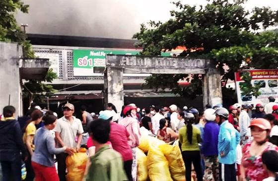 Chợ Mộc Bài cháy dữ dội, hàng trăm tiểu thương 'chết điếng' ảnh 1
