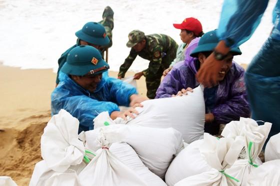 Tâm bão số 6 dự báo đổ bộ vào Bình Định, Phú Yên ảnh 9