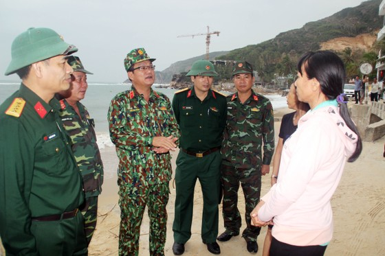Bình Định: Trên 3.700 cán bộ, chiến sĩ giúp dân chống bão ảnh 2