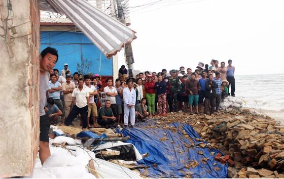 Bình Định: Trên 3.700 cán bộ, chiến sĩ giúp dân chống bão ảnh 3