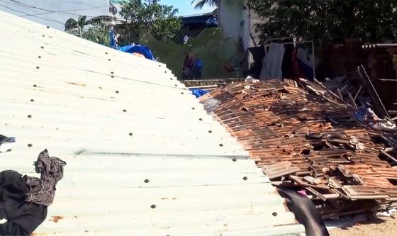 Giúp dân dựng lại nhà sập sau bão số 6 ảnh 3