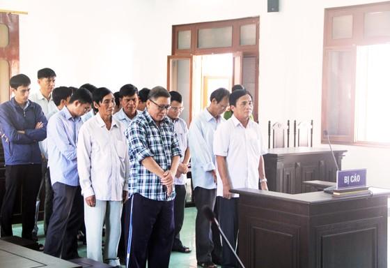 Tuyên án cựu chủ tịch huyện Đông Hòa cùng các thuộc cấp ảnh 2