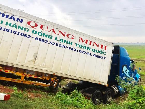 Tai nạn giữa xe container và xe khách: Thêm 1 nhà sư tử vong ảnh 5