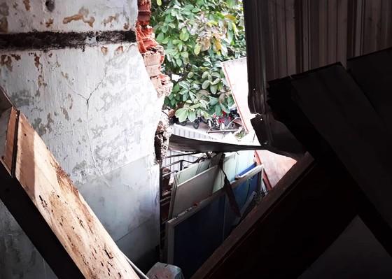 TP Quy Nhơn: Cần khoan dài gần 20m bất ngờ rơi xuống 2 nhà dân ảnh 4