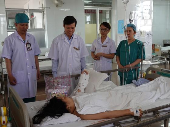 Dự tiệc tất niên, một phụ nữ bị chém đứt lìa cánh tay ảnh 1