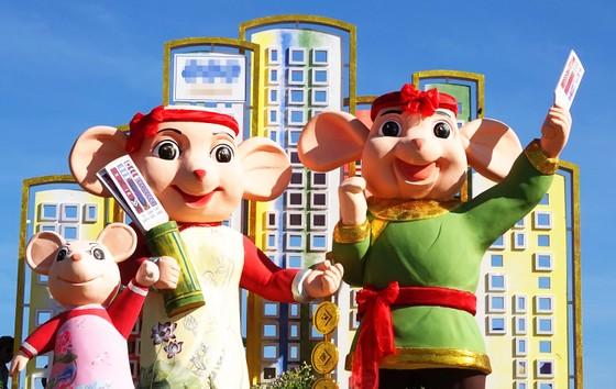 Độc đáo linh vật gia đình nhà chuột đi hội bài chòi ở Quy Nhơn ảnh 2