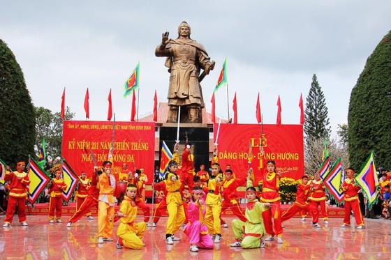 Biển người 'trẩy hội' Ngọc Hồi - Đống Đa trên quê hương anh hùng Quang Trung - Nguyễn Huệ ảnh 6