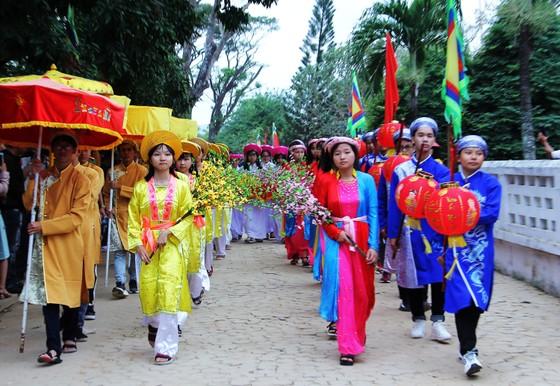 Biển người 'trẩy hội' Ngọc Hồi - Đống Đa trên quê hương anh hùng Quang Trung - Nguyễn Huệ ảnh 4