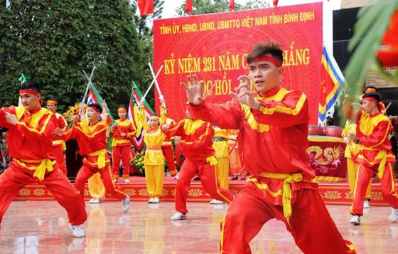 Biển người 'trẩy hội' Ngọc Hồi - Đống Đa trên quê hương anh hùng Quang Trung - Nguyễn Huệ ảnh 11