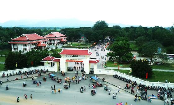 Biển người 'trẩy hội' Ngọc Hồi - Đống Đa trên quê hương anh hùng Quang Trung - Nguyễn Huệ ảnh 7